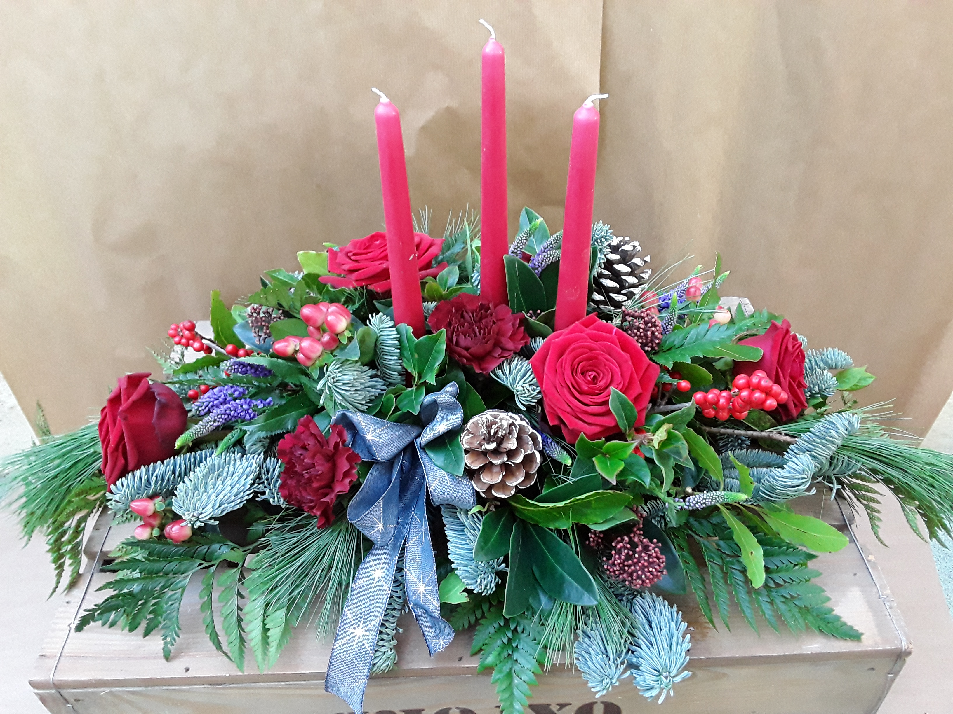 Oval-Christmas-Table-Arrangement